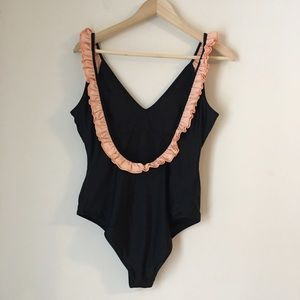 CUPSHE LOW BACK RUFFLE ONE PIECE